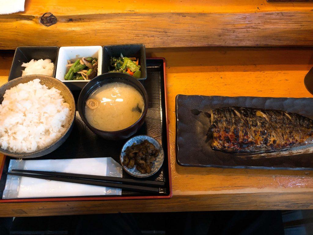 吉良(きら)松陰神社前の焼き魚定食