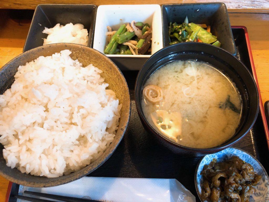 吉良(きら)松陰神社前の定食はご飯の大盛りが無料