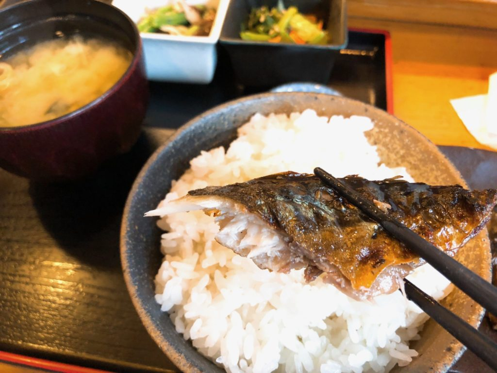 吉良(きら)松陰神社前のサバは最高においしい