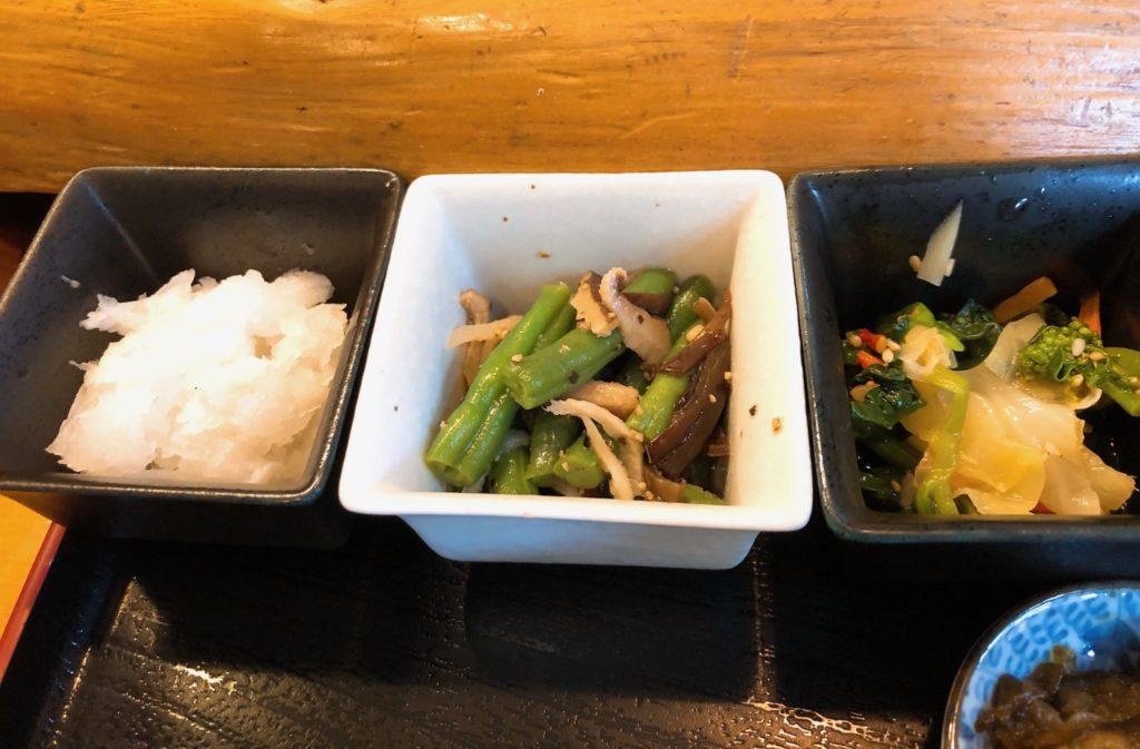 吉良(きら)松陰神社前の定食は小鉢も充実