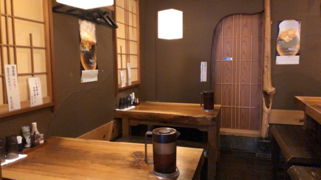 吉良(きら)松陰神社前の奥のテーブル席