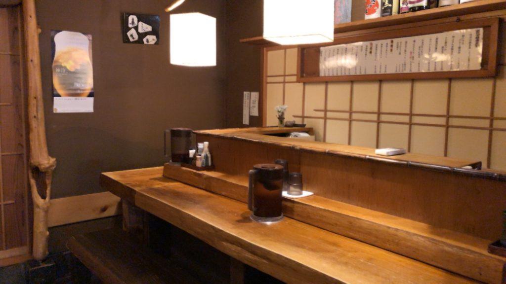 吉良(きら)松陰神社前の奥のカウンター席