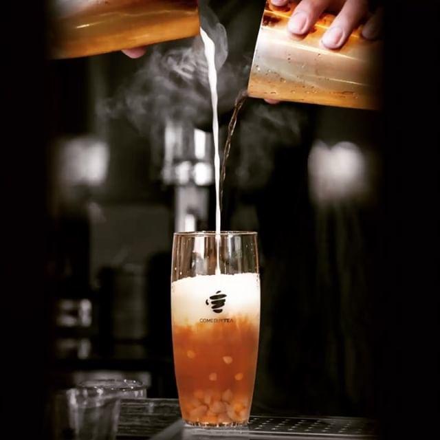 COMEBUYTEA(カムバイティー)表参道店では台湾茶でオリジナルドリンクをつくる