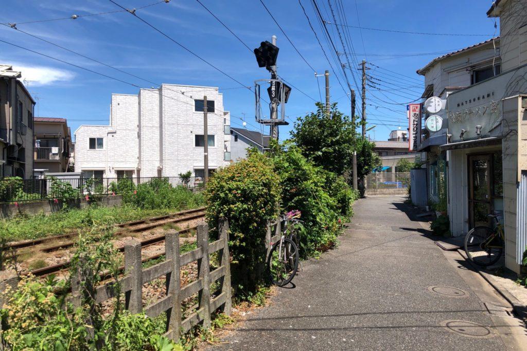 松波ラーメン 松陰神社前は世田谷線沿いにある