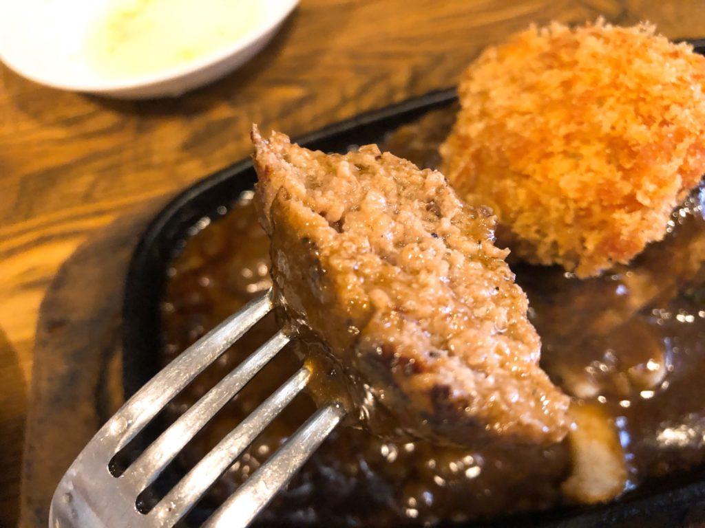 ヒポポタマスのハンバーグは肉汁が溢れる
