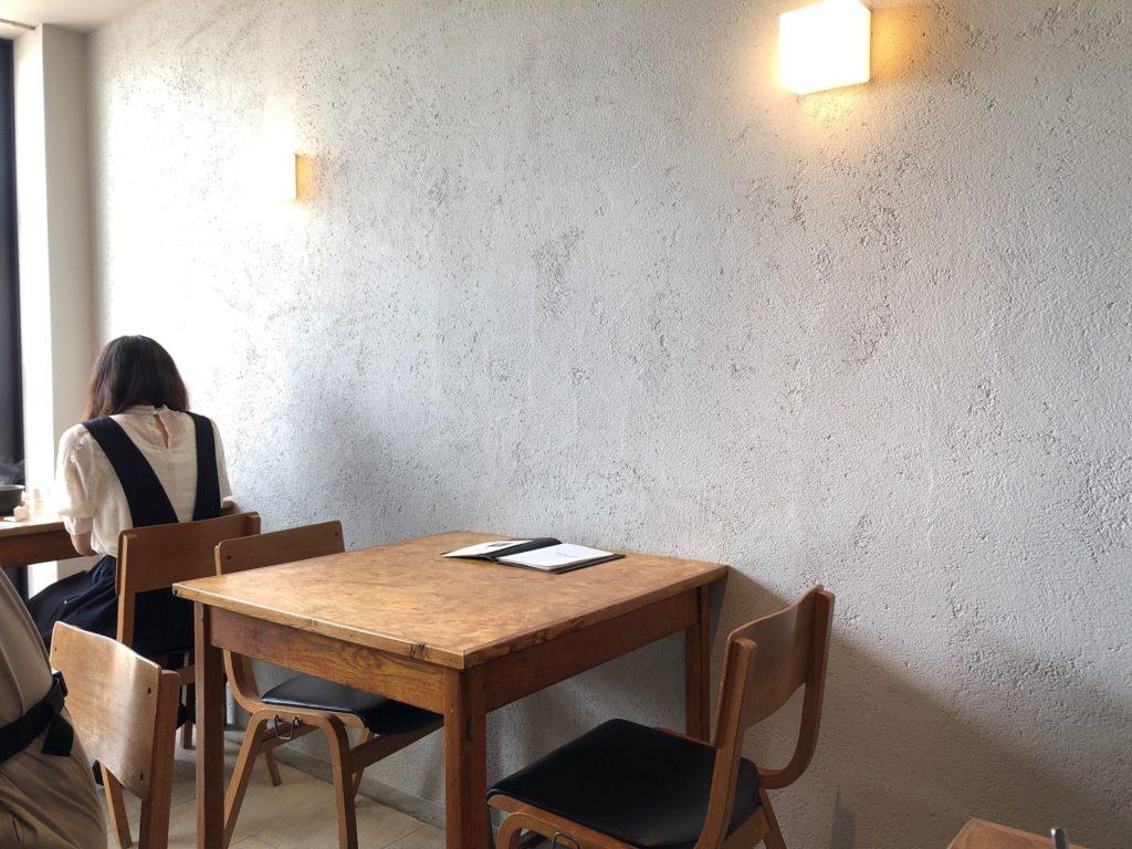 オクシモロンのテーブル席