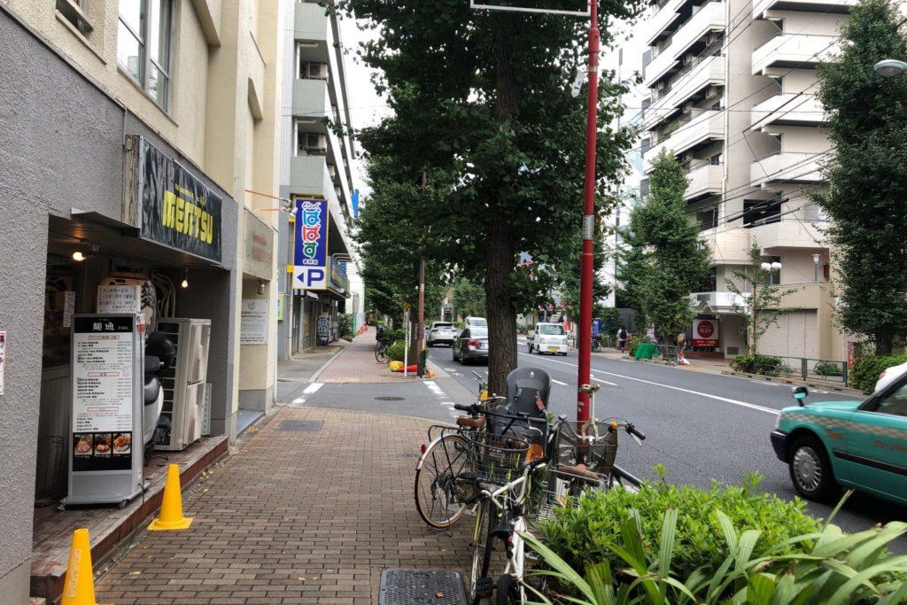 麺通 若林店は世田谷通り沿い
