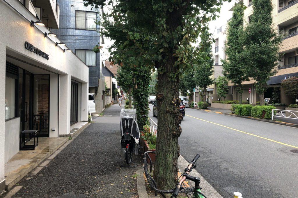 クリスプ・サラダワークス 駒沢公園店が駒沢公園通り沿いにある
