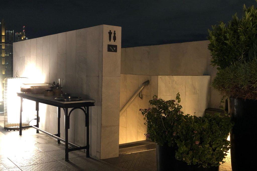 ヤオのトイレは階段で一つ下のフロアにある