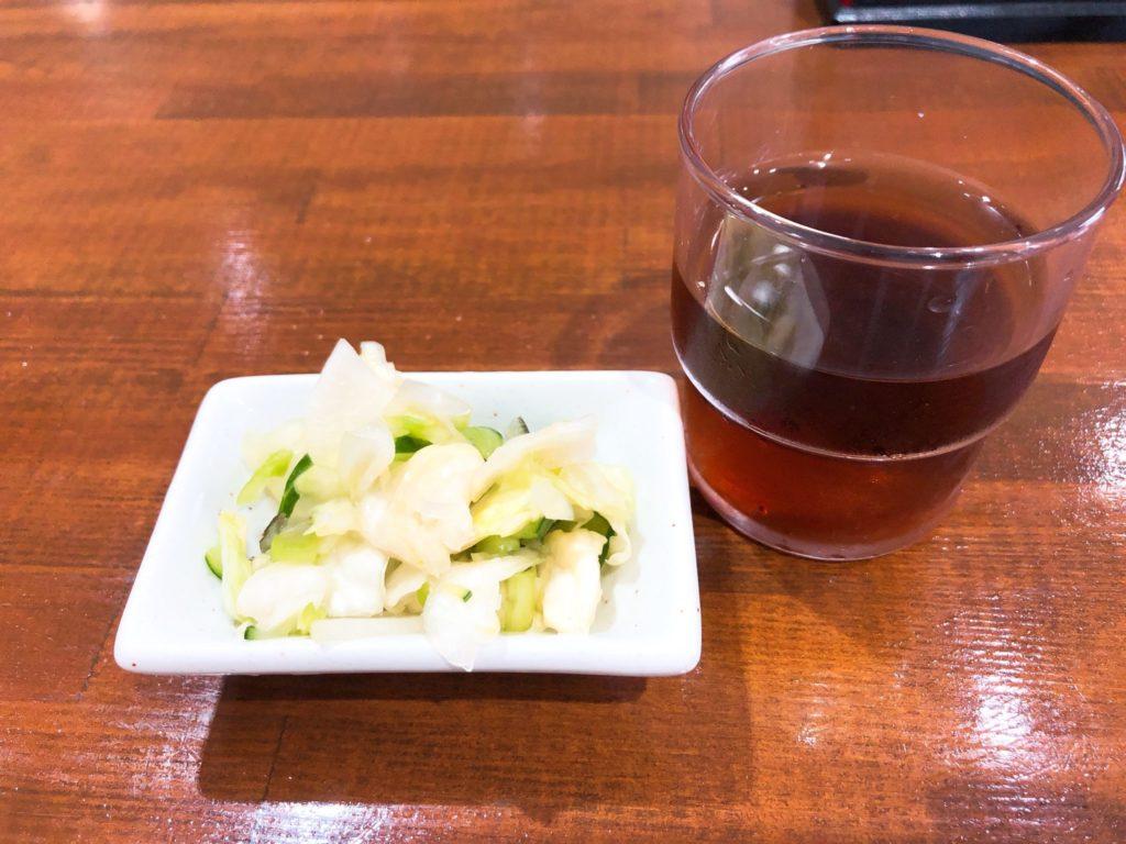 きさらぎ亭の漬物とお茶