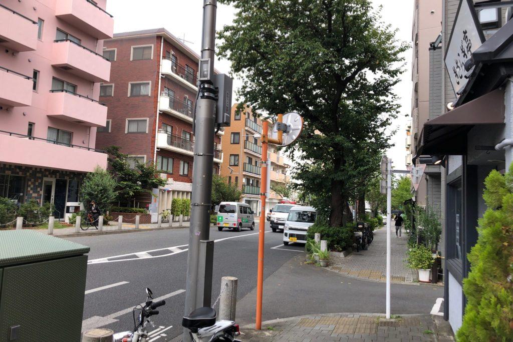 きさらぎ亭は桜新町と用賀を結ぶ通り沿い
