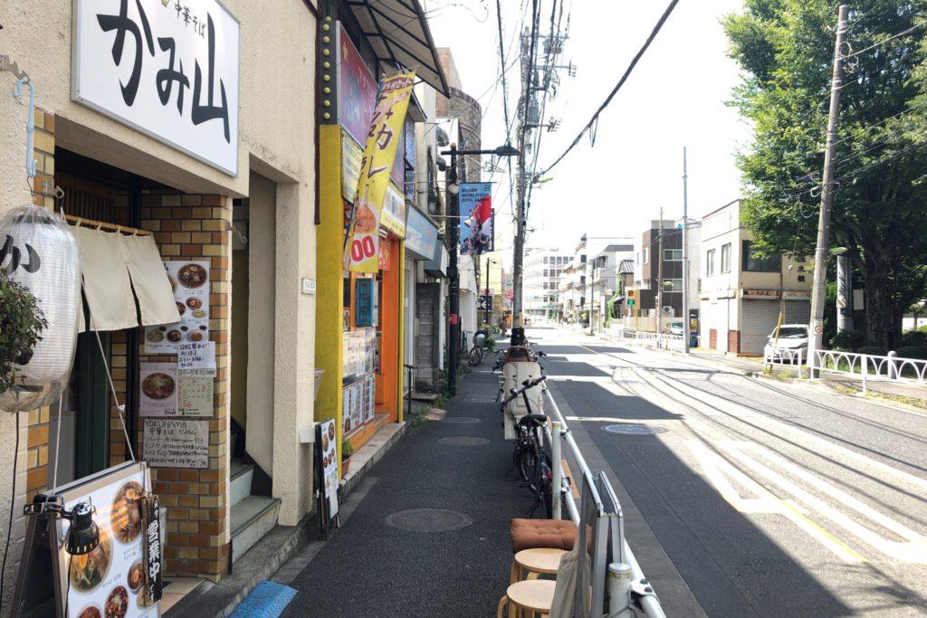 YOKOHAMA中華そば かみ山 経堂は城山通り沿いにある