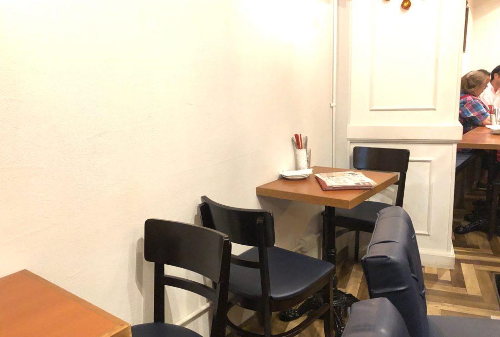 イクラバル 用賀のテーブル席