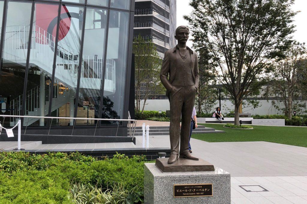 オリンピックミュージアム(外苑前)にあるクーベルタン男爵像