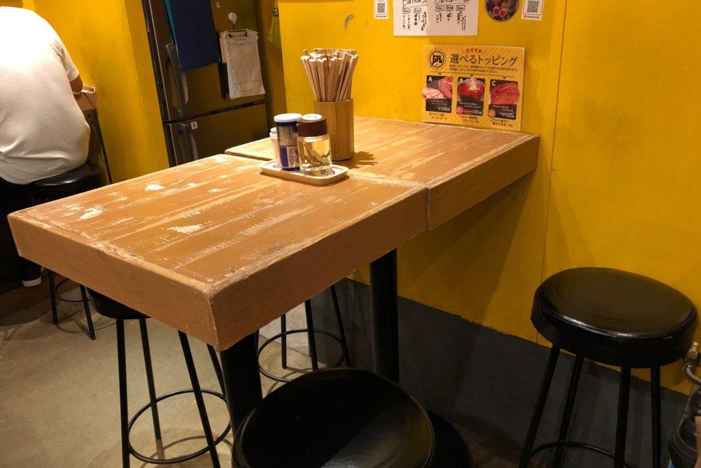 凪(なぎ)下北沢店のテーブル席