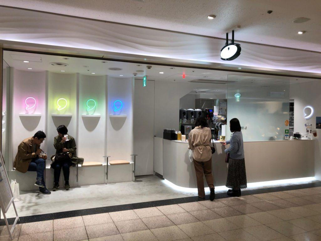 コンマティー 新宿サブナード店(タピオカ屋)の外観