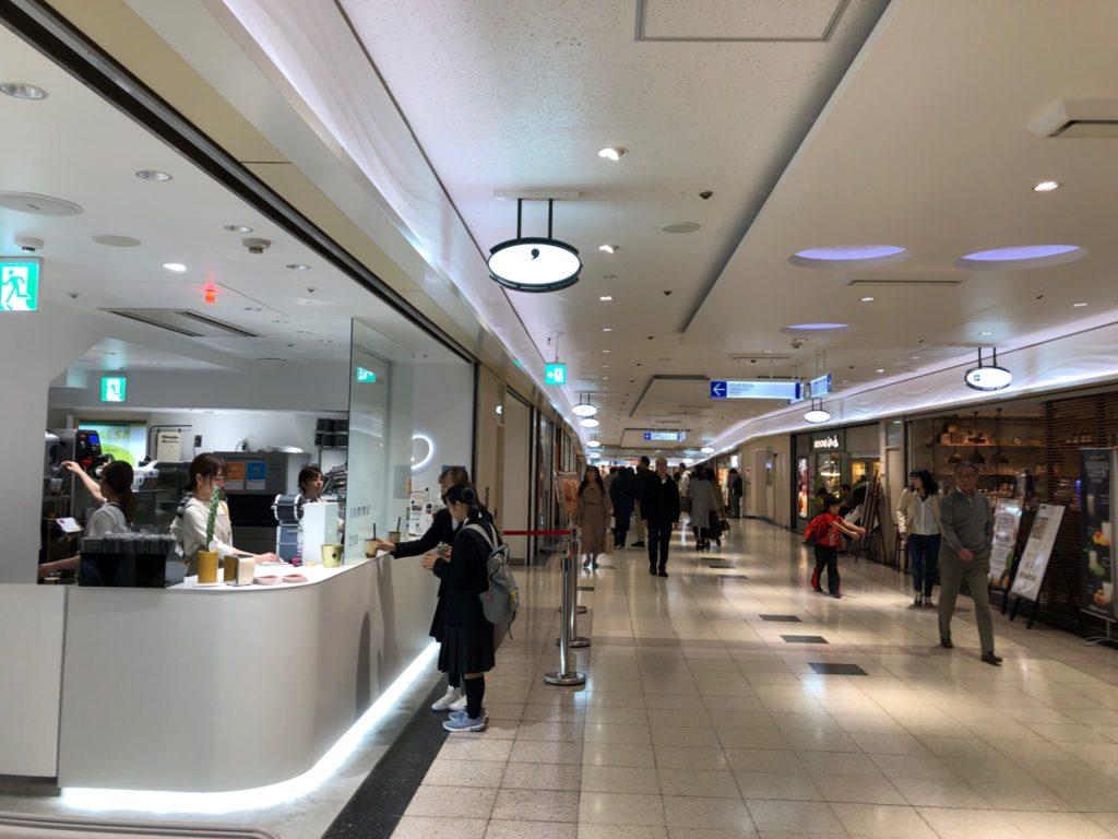 コンマティー 新宿サブナード店(タピオカ屋)はサブナード1丁目にあり