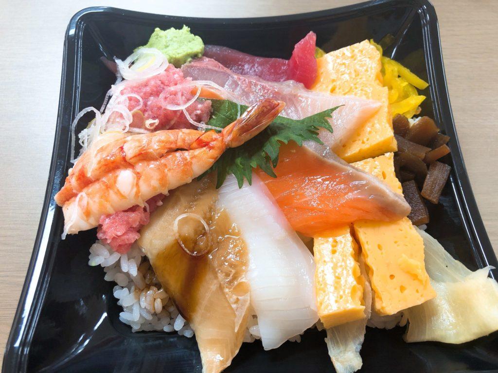 すし台所家 三軒茶屋店のランチ限定海鮮丼は持ち帰りもできる