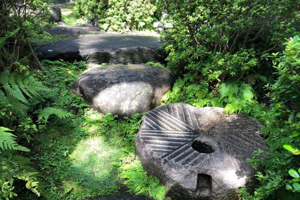 猪俣庭園の飛び石