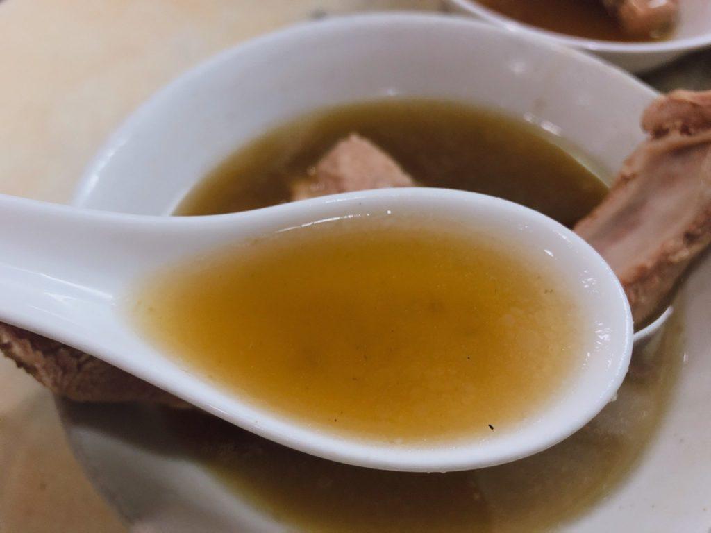 ファウンダー(発起人)バクテーの肉骨茶はあっさりスープ