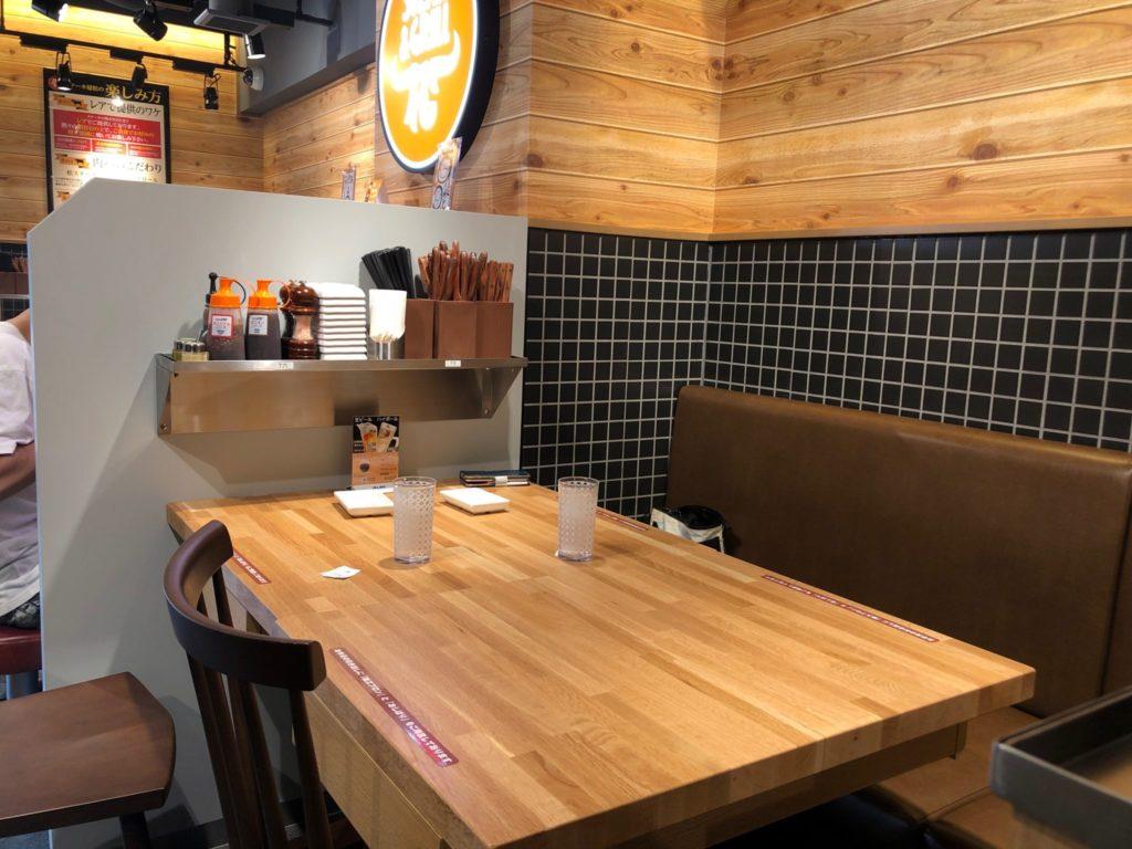 ステーキ屋 松 下北沢店のテーブル席