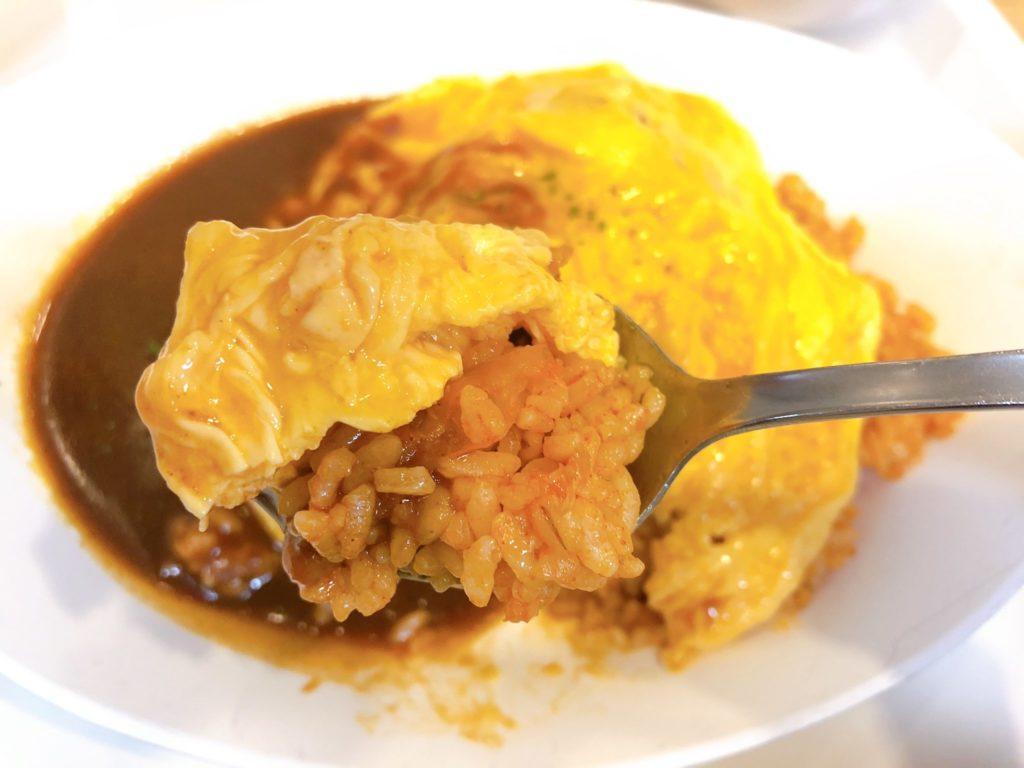 成城大学学食のオムライスは具沢山