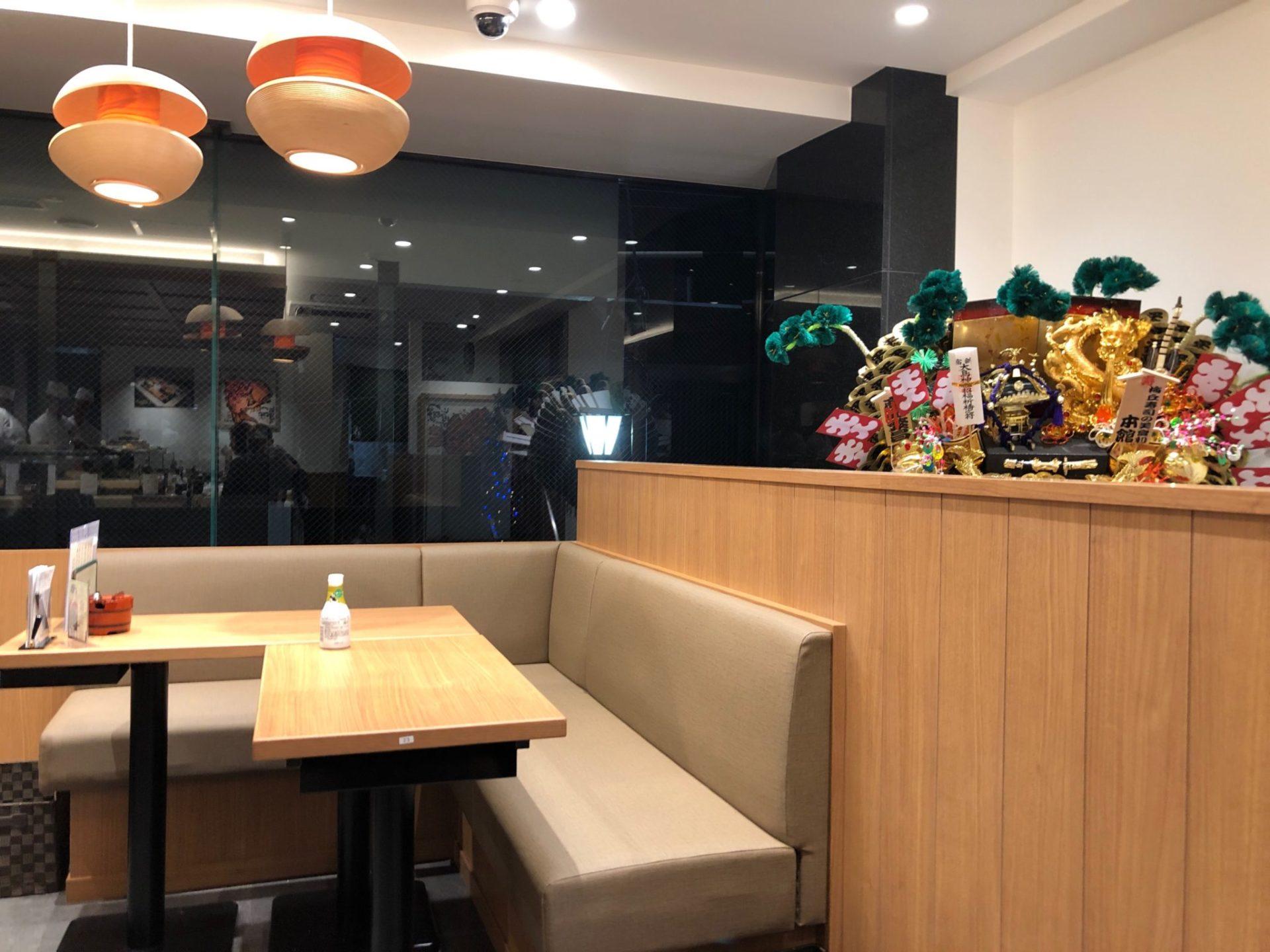 梅ヶ丘の美登利寿司の2階テーブル席店内の様子
