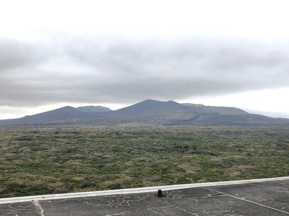 三原山テラスから眺める三原山