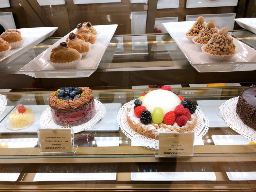 これが、カフェ コヴァ ミラノのスイーツだ! ケーキ イメージ