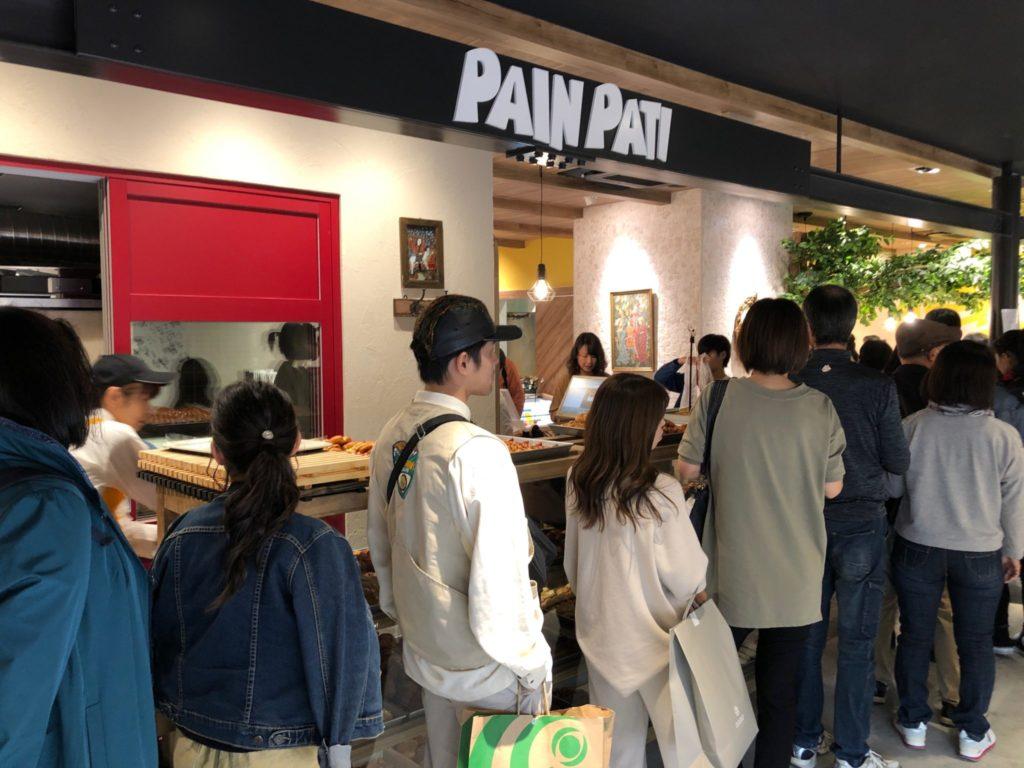 パンパティ 南町田グランベリーパーク店はカレーパンの行列