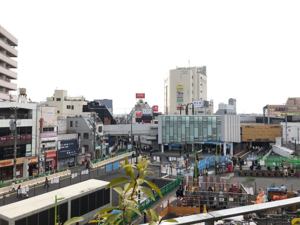 シモキタフロント下北沢から見る下北沢駅