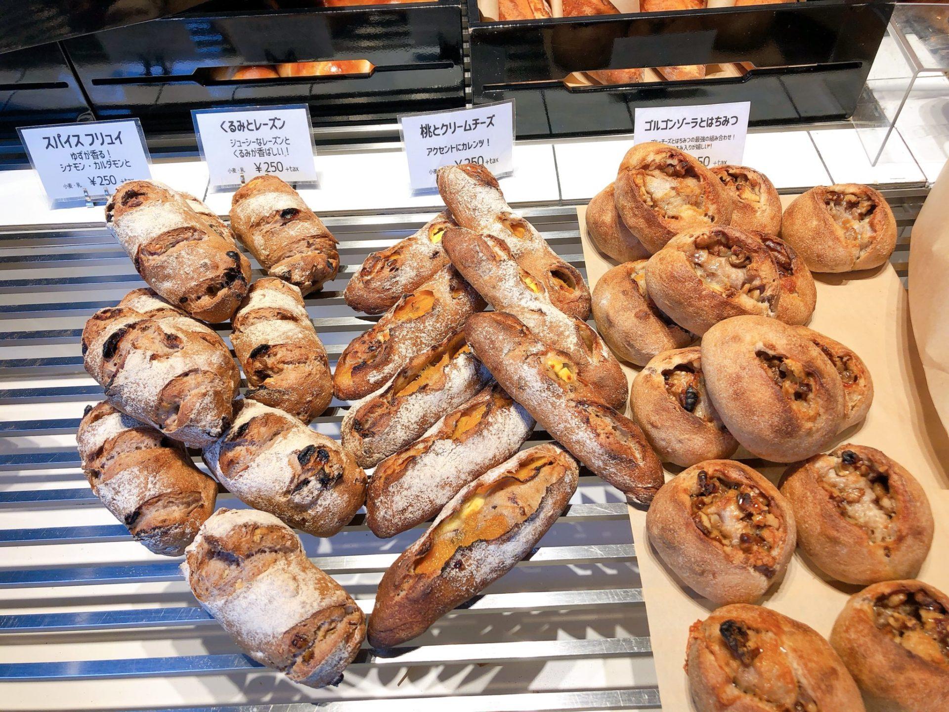 トリュフベーカリー三軒茶屋店のハード系パン