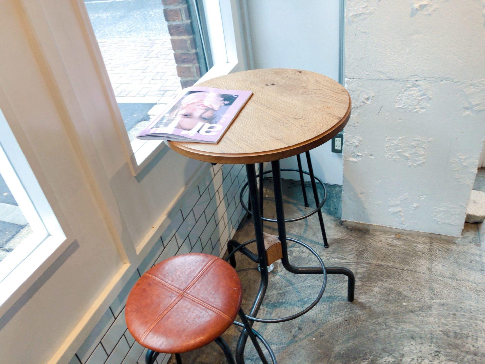トリュフベーカリー三軒茶屋店のイートインスペース