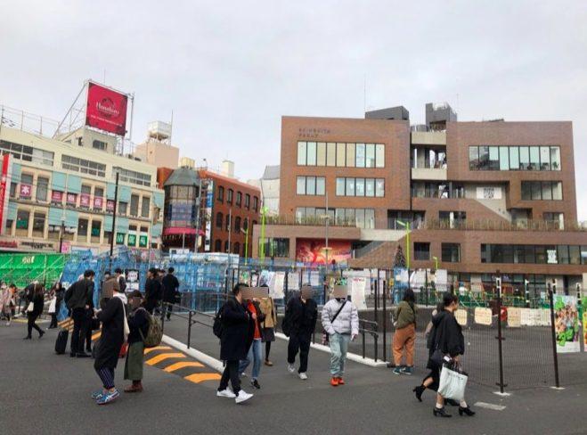 シモキタフロント下北沢は下北沢駅の真ん前にある