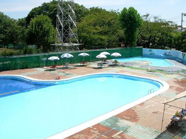 多摩川野毛町公園のプール