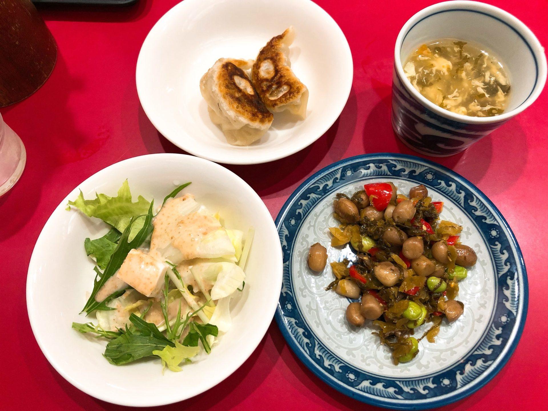 世田谷駅前の大吉の中華丼もついてくる小鉢
