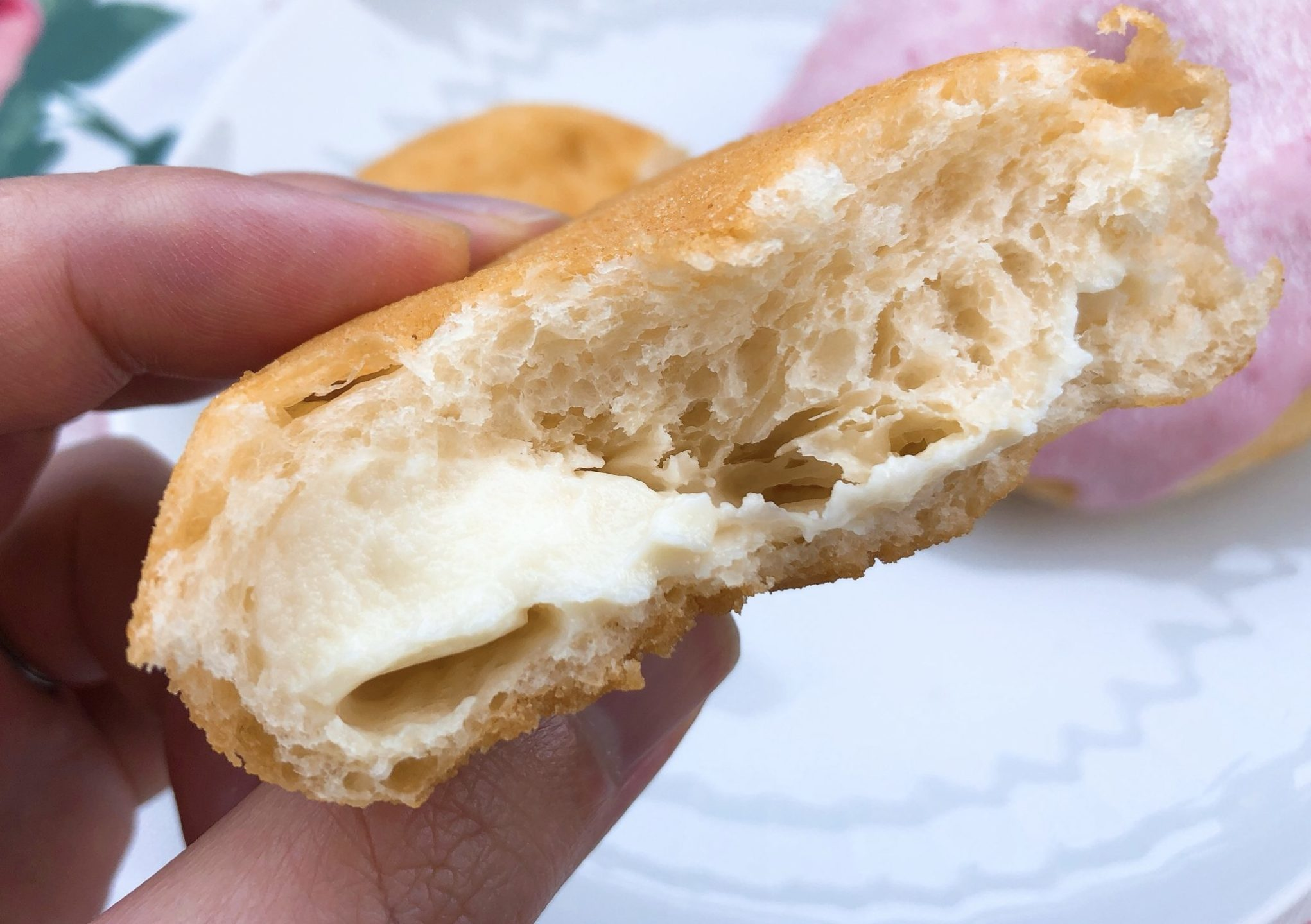 珈琲とドーナツふわもち邸(用賀)の豆乳クリームドーナツの断面