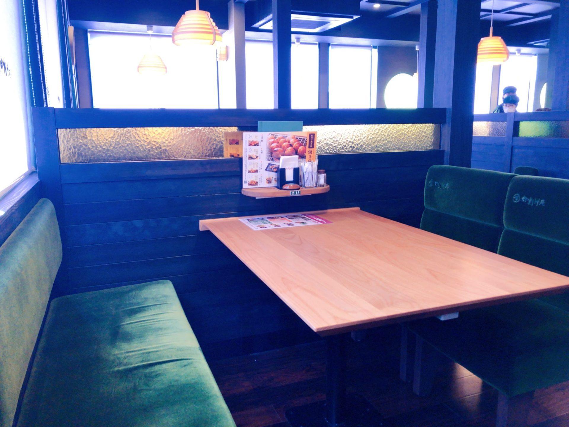 コメダ和喫茶 おかげ庵 駒沢公園前店のテーブル席