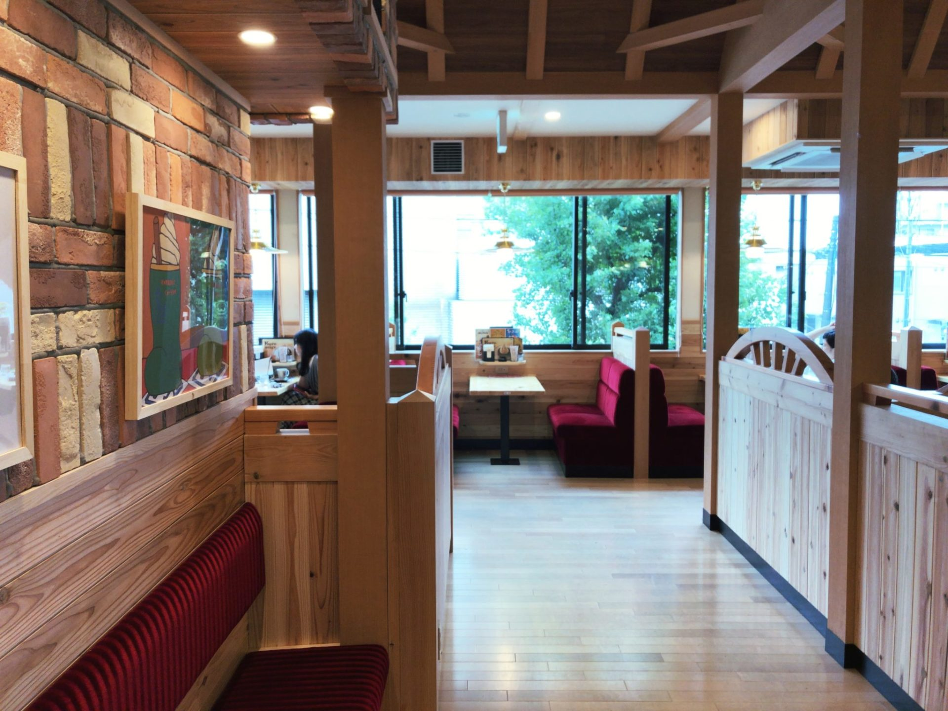 コメダ珈琲店 駒沢公園前店の店内は広い