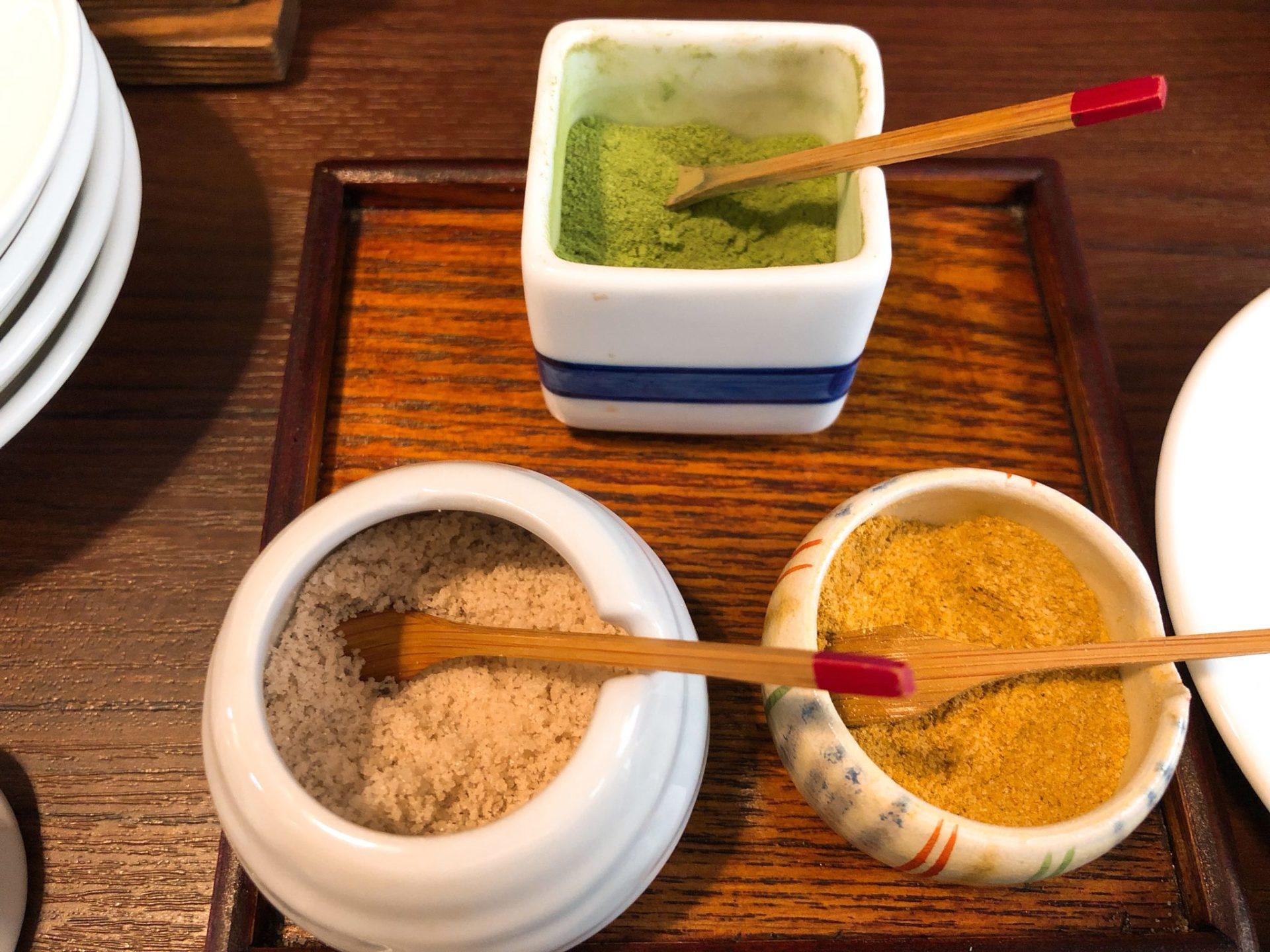 長岡屋 祖師ヶ谷大蔵はカレー塩、抹茶塩、藻塩がある