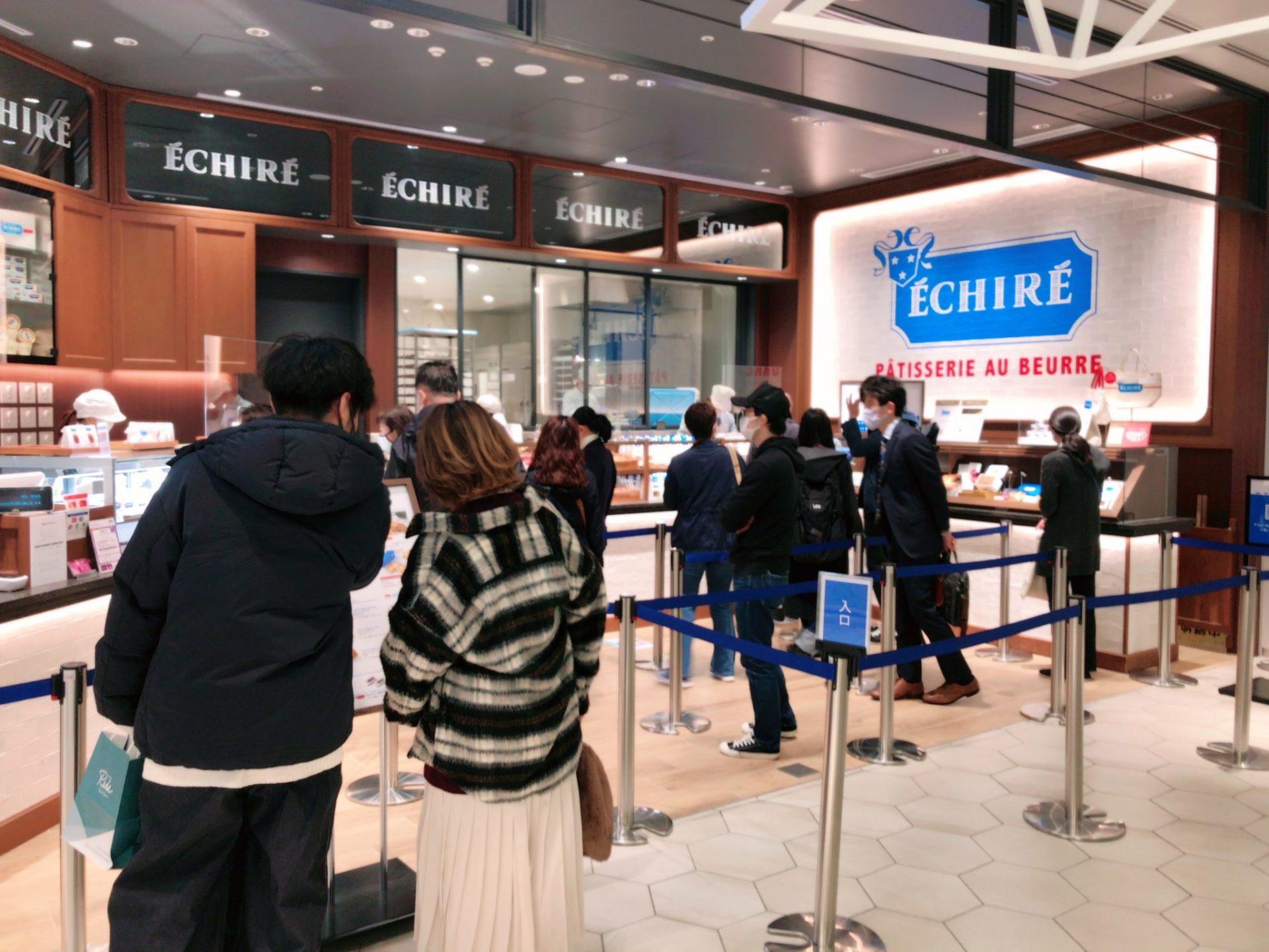 エシレ・パティスリー オ ブール 渋谷スクランブルスクエア店のカヌレの行列