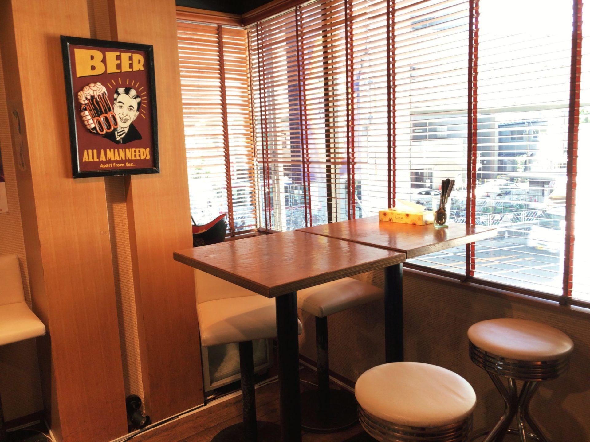 カリガリ マキオカリー 三軒茶屋のテーブル席