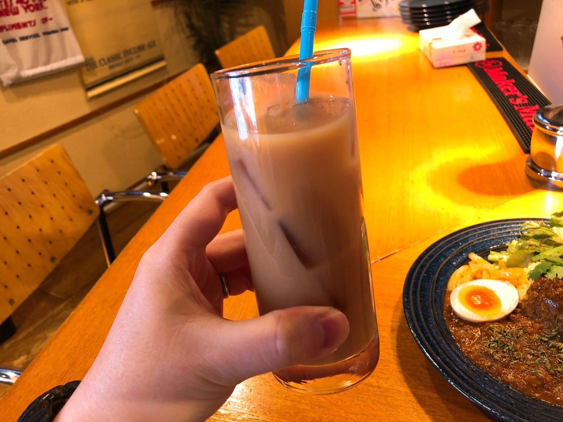 カリガリ マキオカリー 三軒茶屋のアイスチャイ