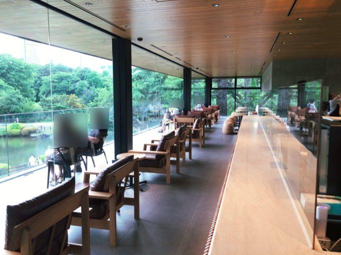 スターバックスコーヒー 新宿御苑店の池に面した席