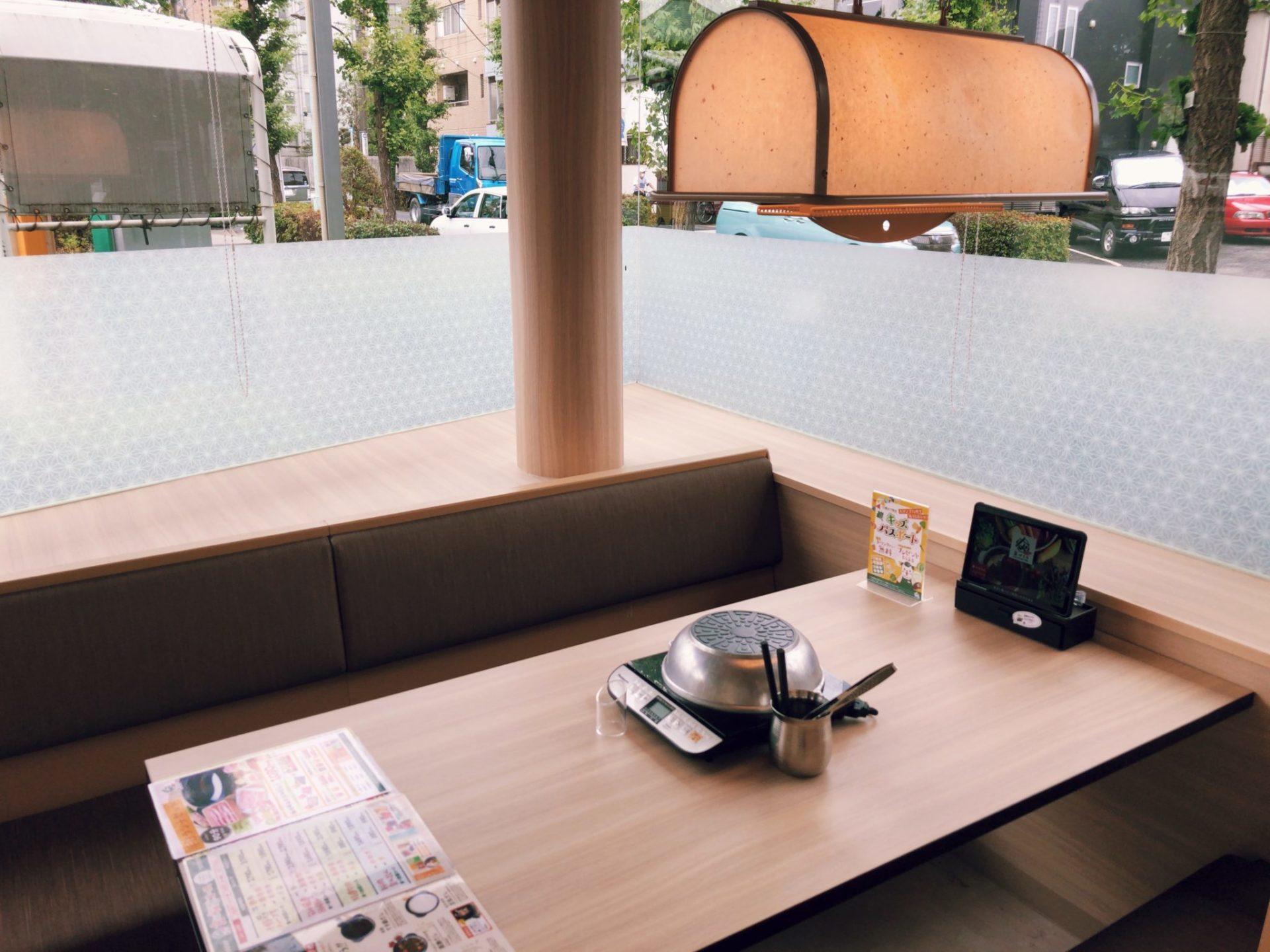 なべくら 駒沢公園店のテーブル席