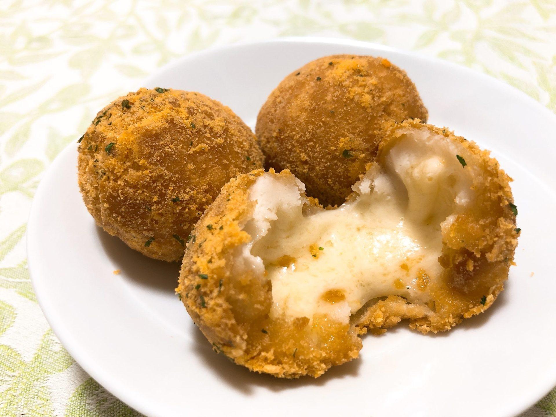 クリスピーチキンアンドトマトのブリダチーズボール