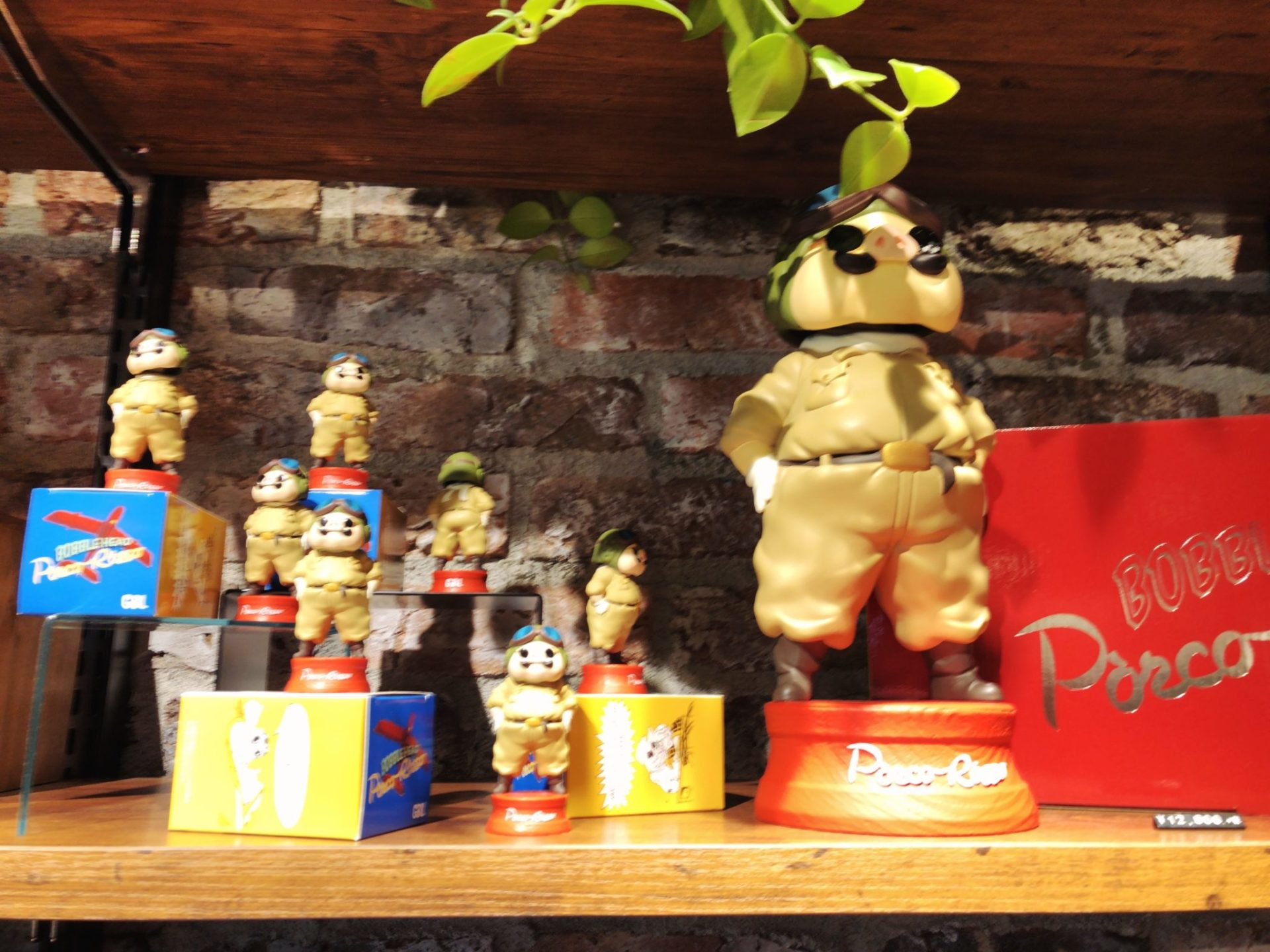 GBL ミヤシタパーク店で販売している紅の豚ポルコの人形