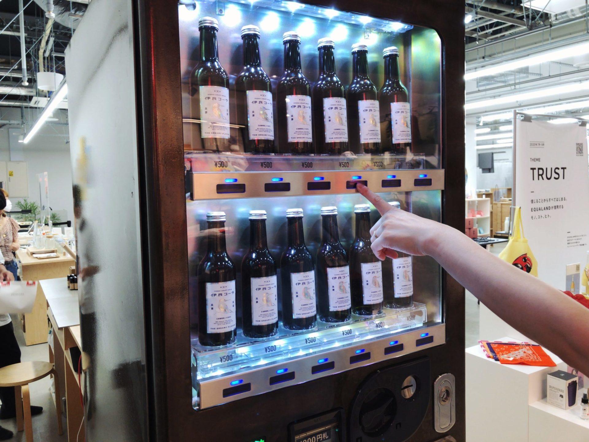 伊良コーラの自動販売機はミヤシタパークにある
