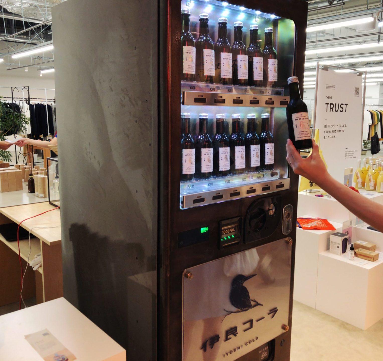 ミヤシタパークにある伊良コーラの自販機