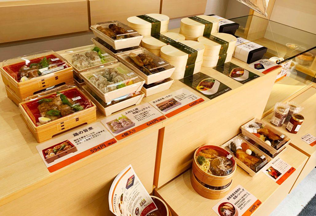 荻野屋八幡山のお弁当や惣菜販売の様子